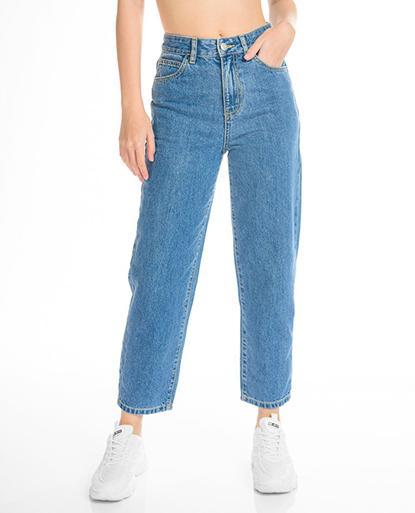 Basic Mom Jeans in Sky Blue